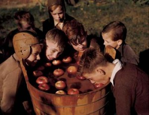 Apple-Bobbing_jpg